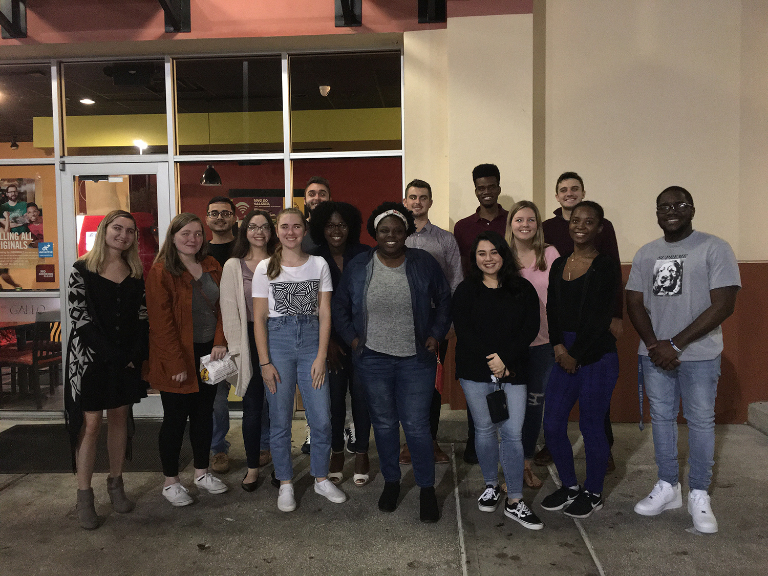 CCI students and alumni connect over dinner